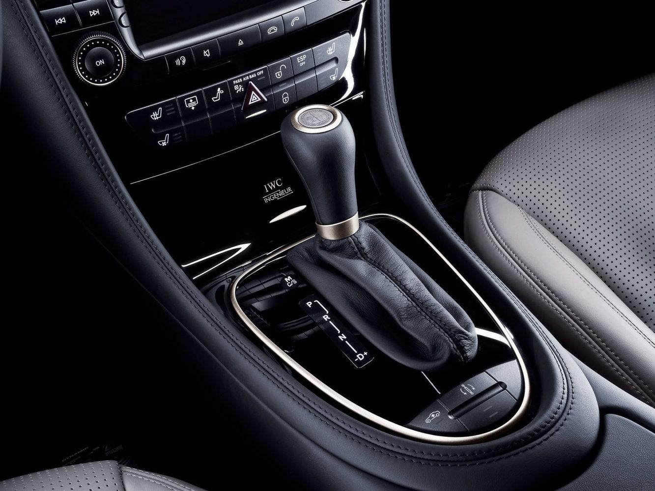 2006-Mercedes-Benz-CLS-55-AMG-IWC-Ingenieur-Shifter-1600x1200.jpg