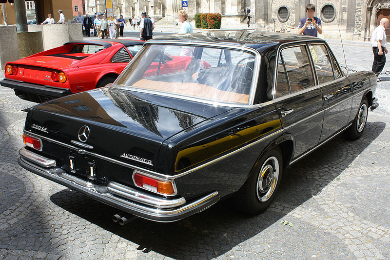 800px-Mercedes_Benz_W108_250SE_Automatic_Heck.jpg