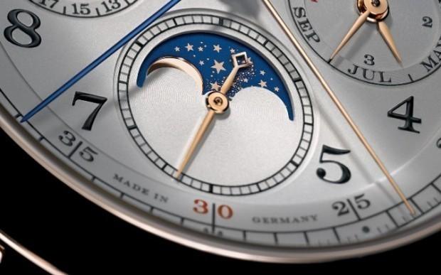 A-Lange-1815-Rettrapante-Perpetual-Calendar-Pink-Gold-moon-phase-macro-620x387.jpg