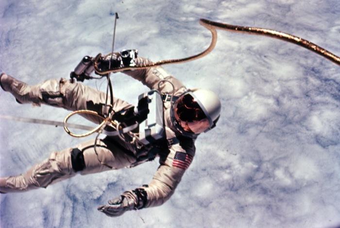 Astronaut_Edward_White_first_American_spacewalk_Gemini_4_zpsfb1a3b0e.jpg