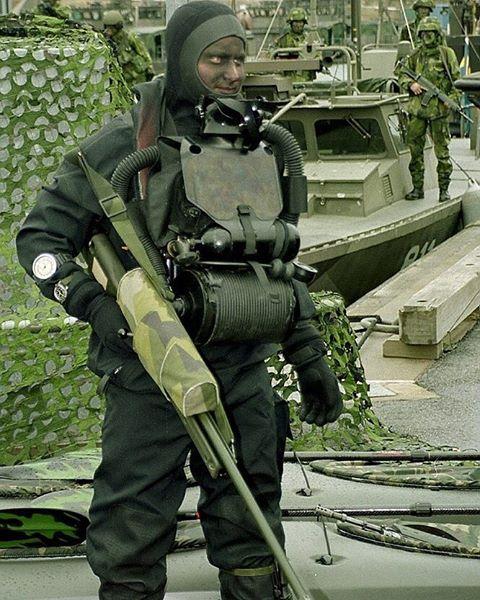 Attackdykare med klocka Poseidon kronmärkt M3440-002010.jpg