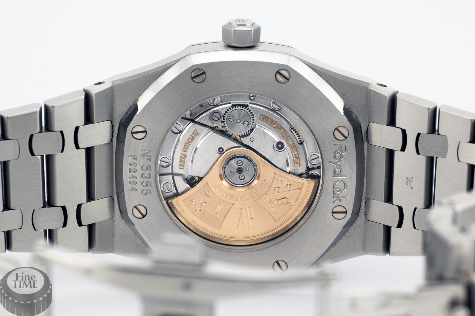 audemars-piguet-royal-oak-date-15300st-oo-1220st-01-02.jpg