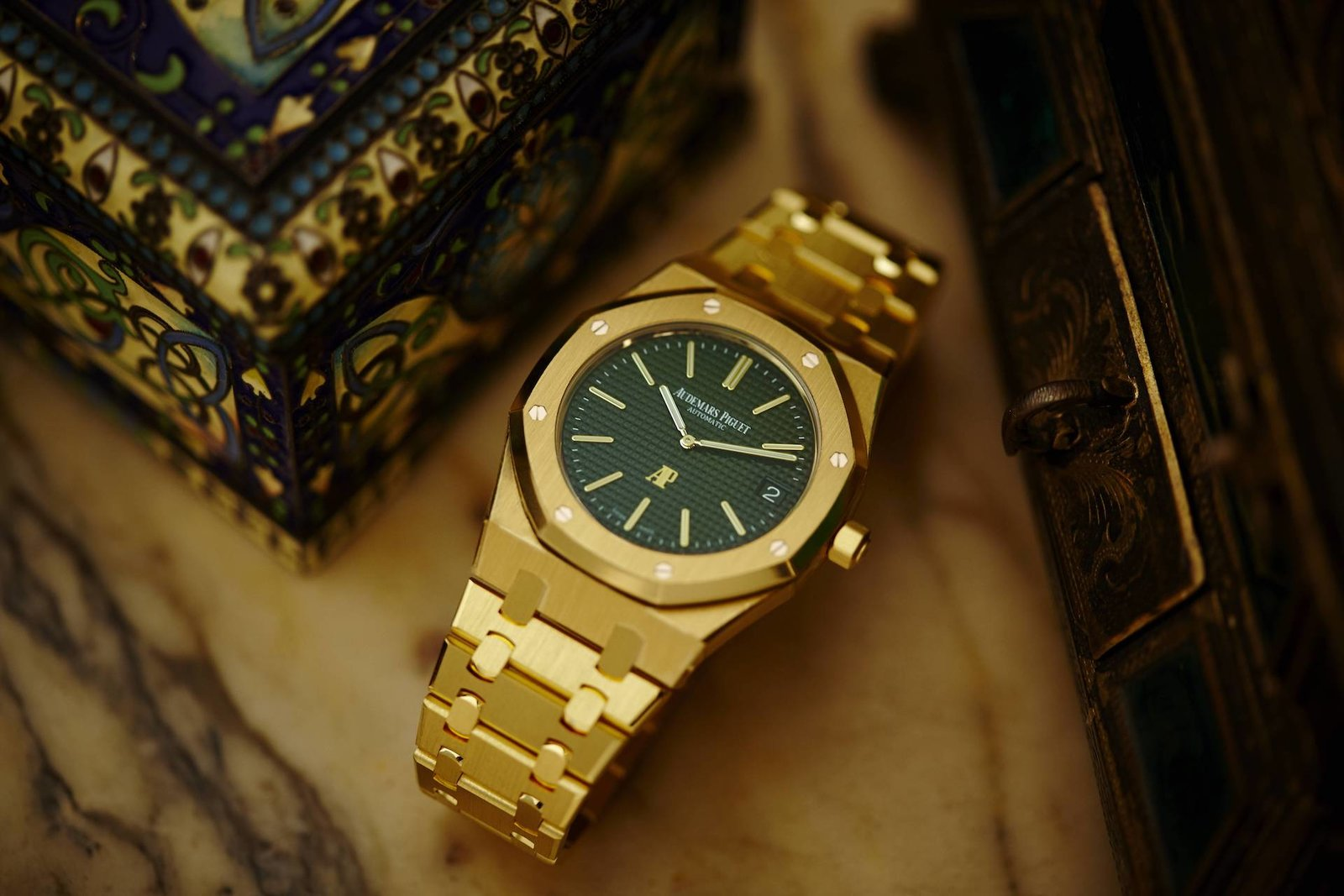 Audemars-Piguet-Royal-Oak-Extra-Thin-The-Hour-Glass-Limited-Edition-Timepiece-8.jpg