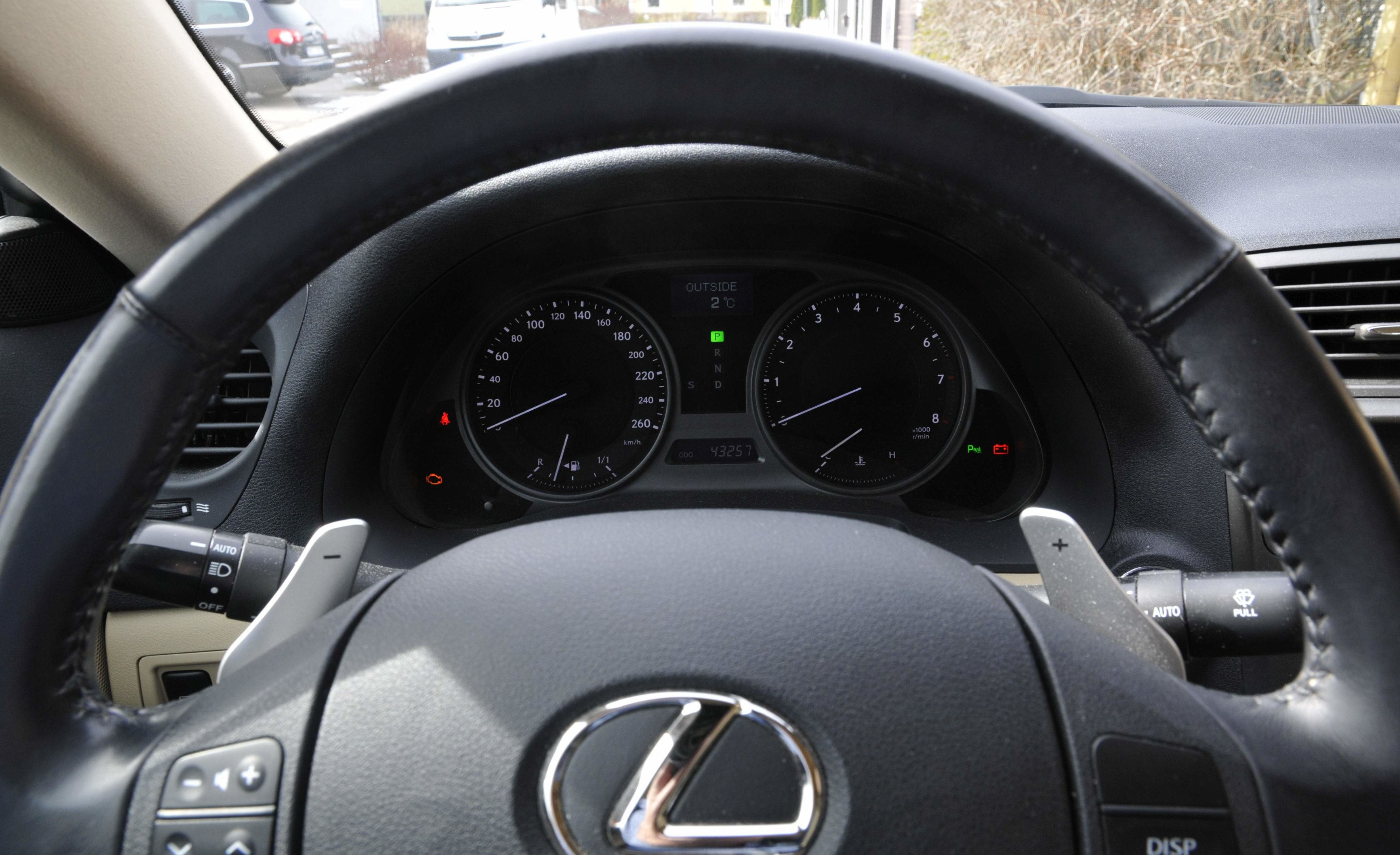 Lexus IS 250 - insida 3.