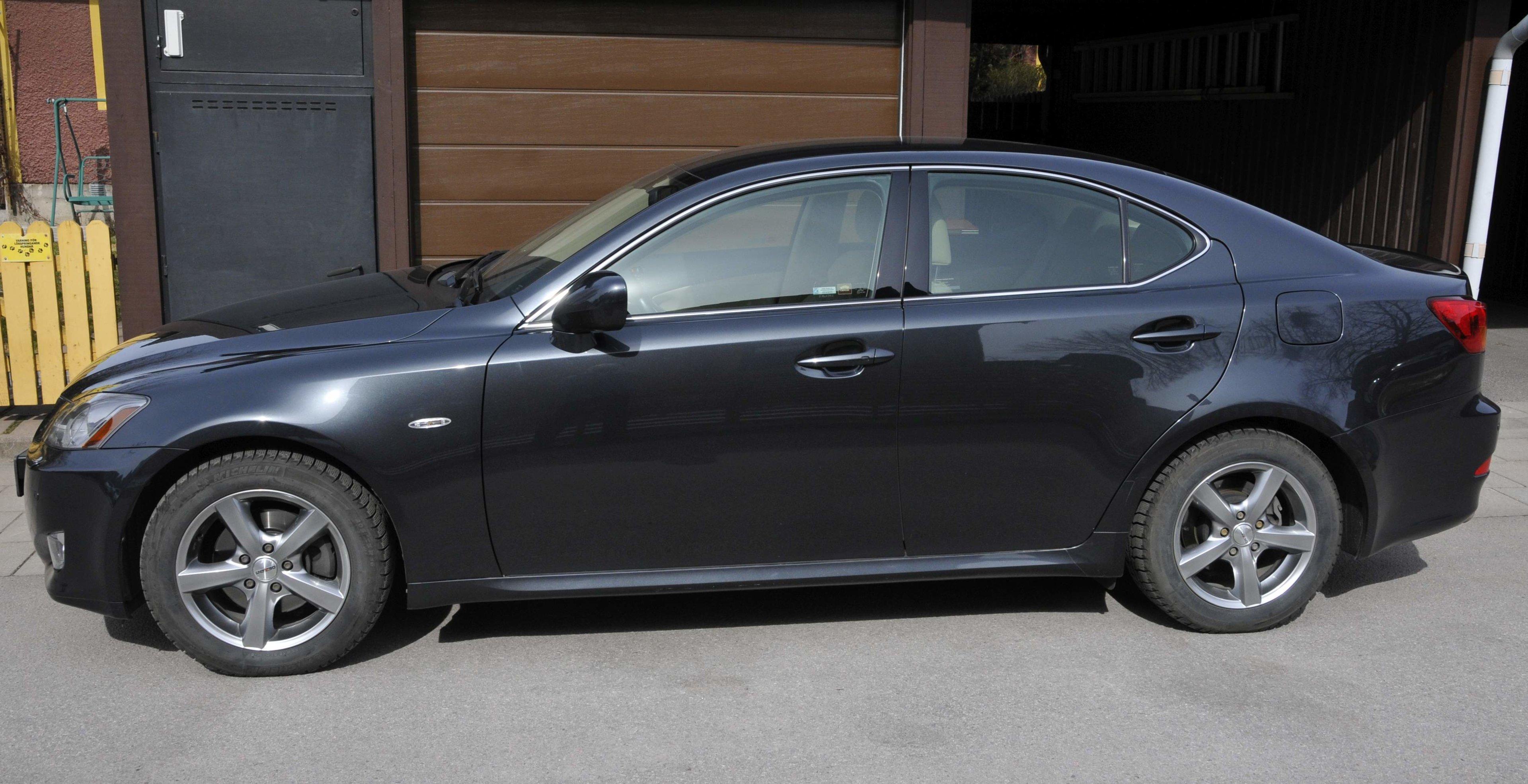Lexus IS 250 - sida.