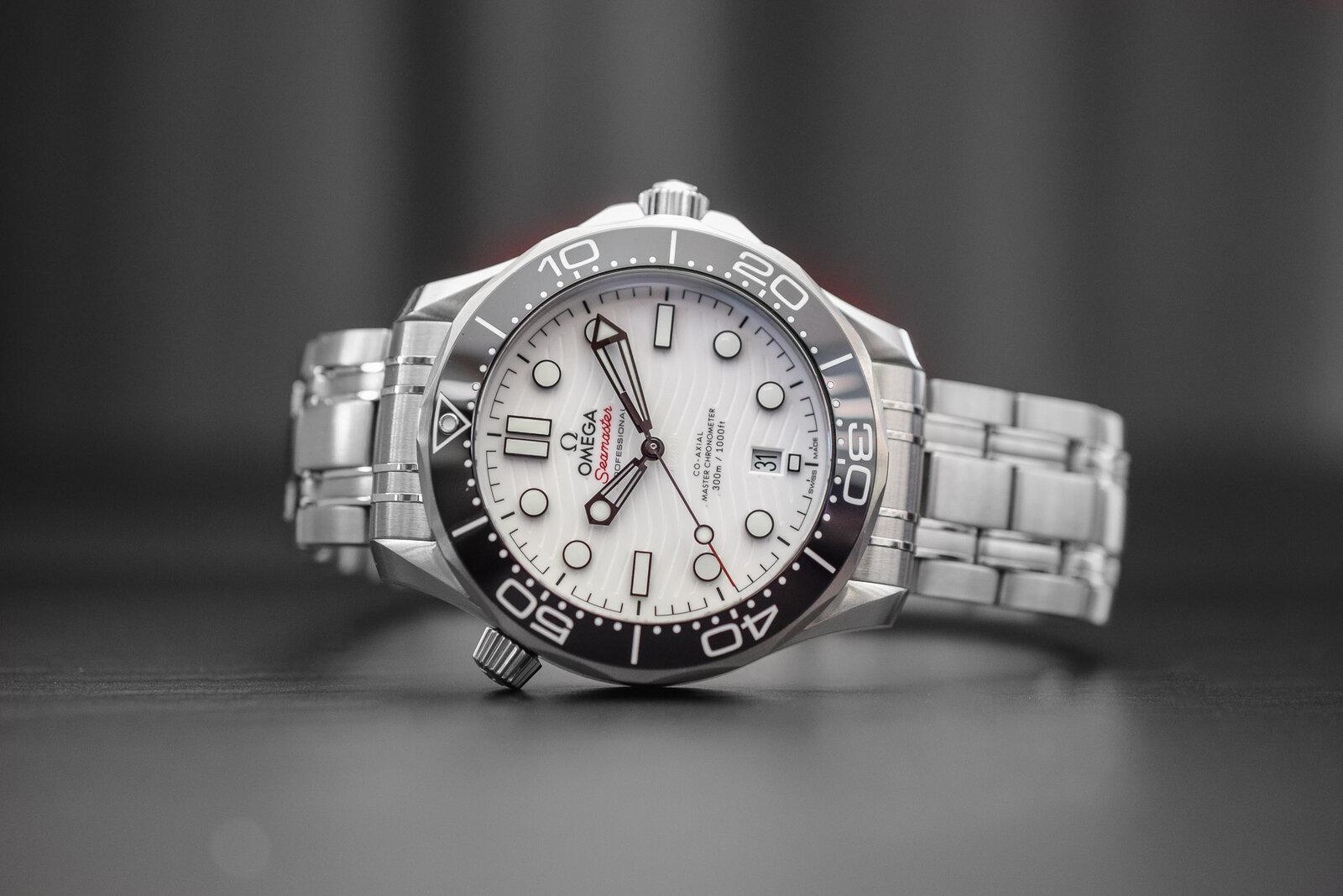 Omega-Seamaster-Diver-300M-White-Ceramic-Dial-Master-Chronometer-210.30.42.20.04.001-5.