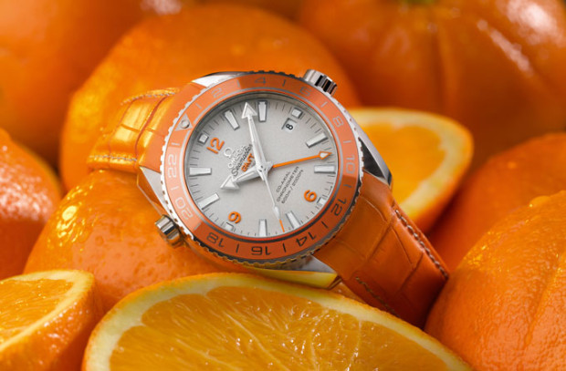Omega-Seamaster-Planet-Ocean-Orange-Ceramic-on-Oranges-620x407.