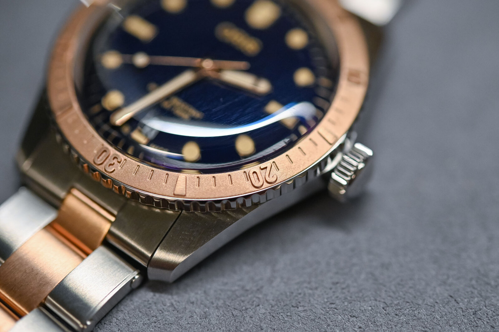 Oris-Divers-Sixty-Five-Bi-Colour-Bico-Steel-and-Bronze-Bracelet-3.