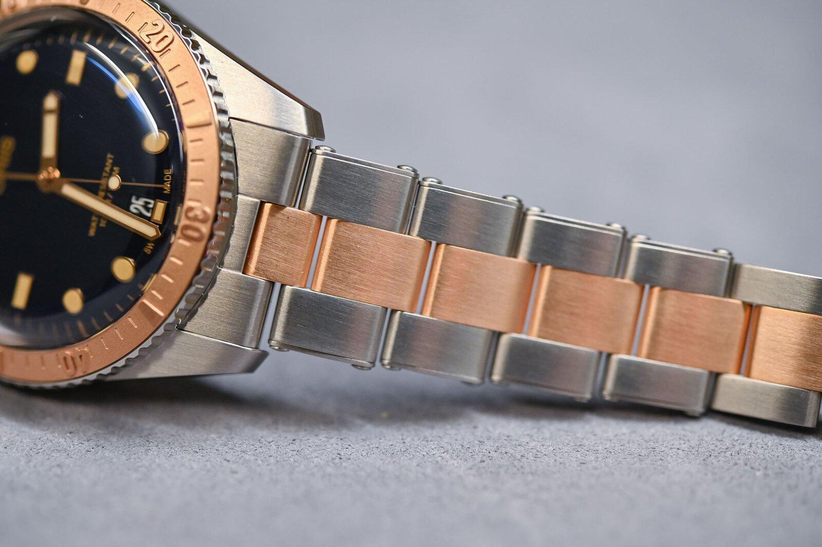 Oris-Divers-Sixty-Five-Bi-Colour-Bico-Steel-and-Bronze-Bracelet-5.