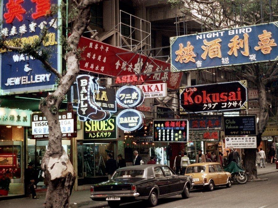 Photos of Life in Hong Kong in 1972 by Nick DeWolf (10).jpg