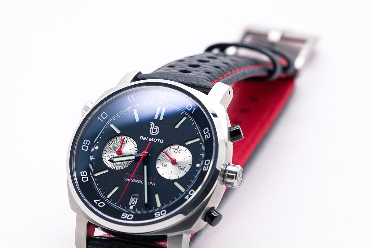 Product-Track-Black-Red-0003-Black-Red-Detail-Strap-1.