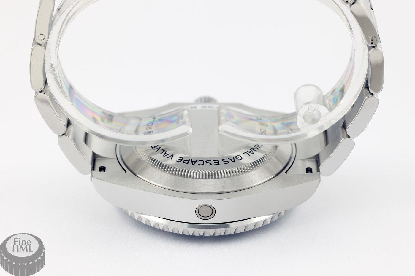 rolex-sea-dweller-116600-04.jpg
