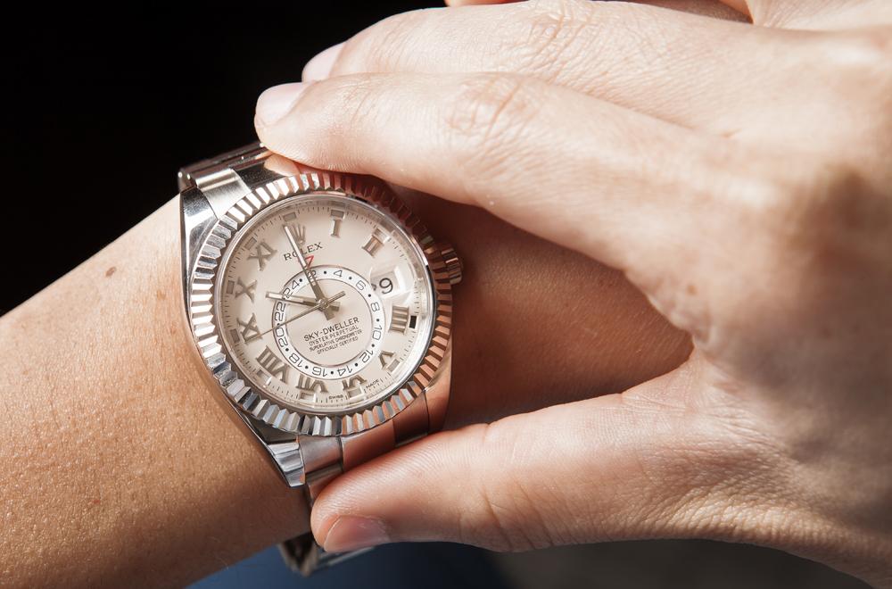 skydweller-luxury-wristwatch.jpg