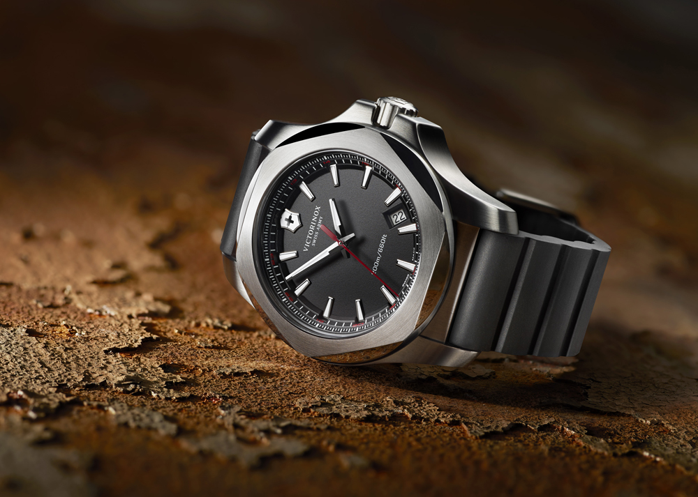 the-man-has-style-victorinox-swiss-army-watch-inox_241682_pr_2.jpg