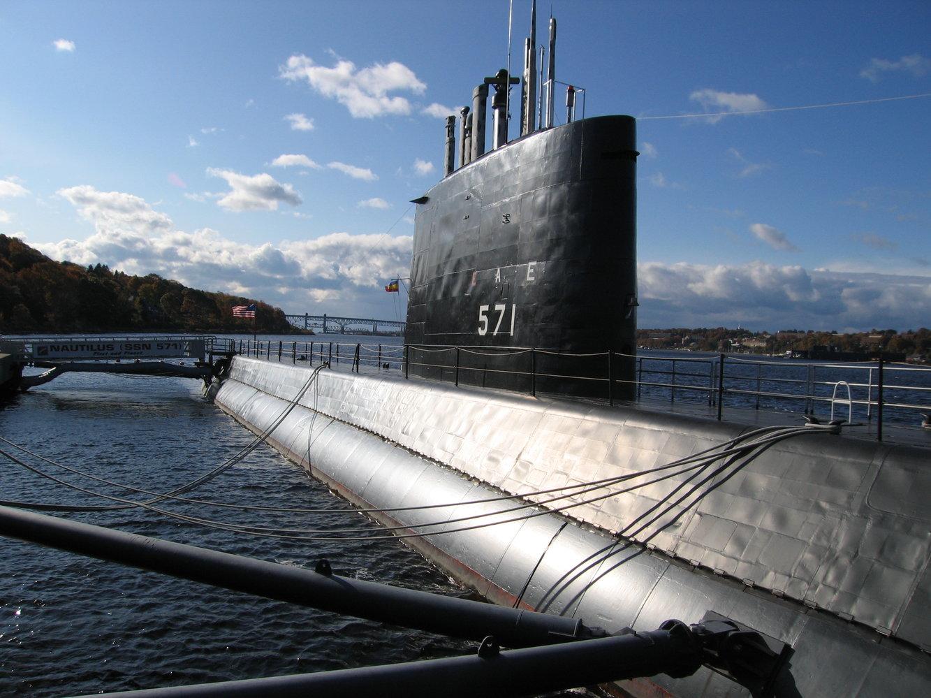 USS_Nautilus_SSN571.JPG