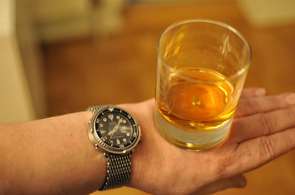 WhiskyHand.